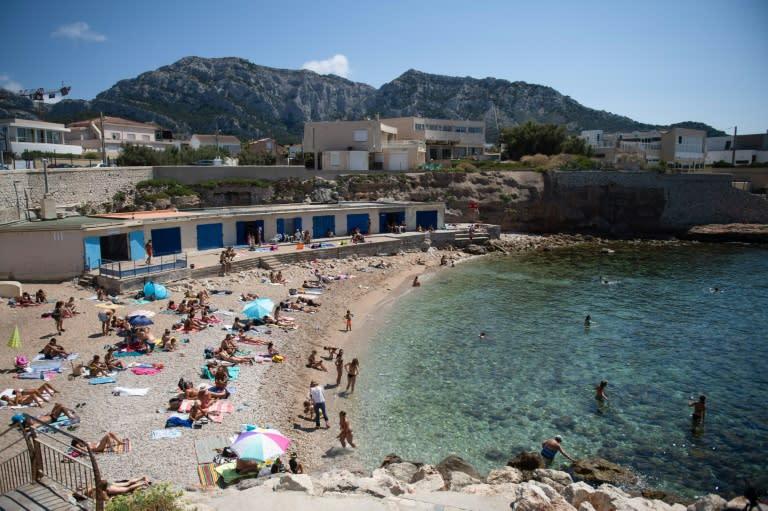 Marseille, Bordeaux impose new curbs to limit virus surge