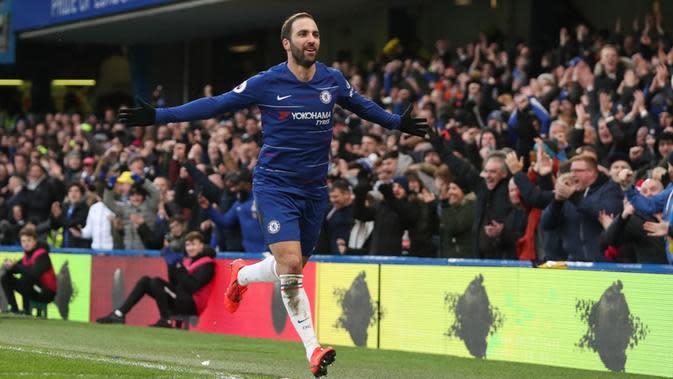 Gonzalo Higuain menyumbangkan dua gol sekaligus membantu Chelsea menang 5-0 atas Huddersfield Town pada laga pekan ke-25 Premier League, di Stamford Bridge, Sabtu (2/2/2019). (AFP/CreditDANIEL LEAL-OLIVAS)