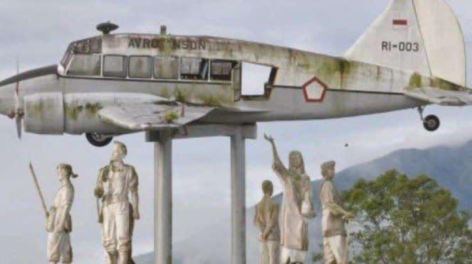 VIVA Militer: Avro Anson RI-003 yang ditumpangi Iswahyudi di Bukit Tanjung Hantu