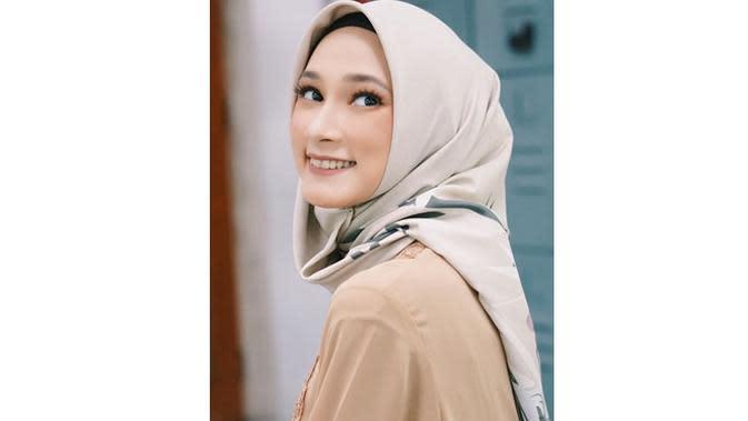 6 Potret Nadira Sungkar dengan Hijab, Pemeran Tamara di Sinetron Cinta Tapi Benci (sumber: Instagram.com/nadirasungkarr)