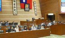 林姿妙帶領財主單位到議會進行宜蘭縣一一O年度總預算案編製報告