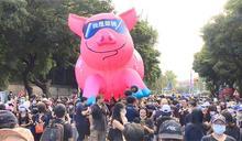 快新聞/秋鬥民進黨大樓遭開槍? 警方:有民眾丟擲石塊「非槍擊所致」