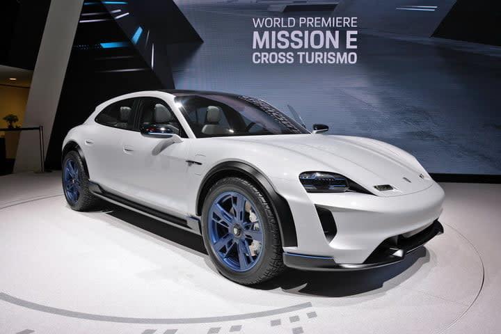 Porsche Mission E Cross Turismo live