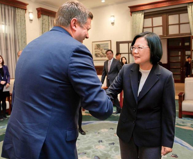 美國商務部助理部長史宜恩去年12月二度訪台,總統蔡英文親自接見。(圖/總統府提供)
