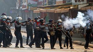 緬甸政變:軍方開槍鎮壓示威者,至少18人死亡