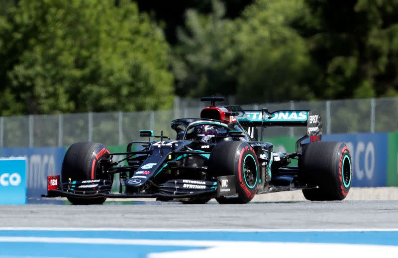 Motor racing-Hamilton and other F1 drivers take a knee in Austria
