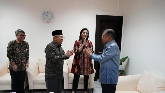 Gaya salam Corona Ala Wapres Ma'ru Amin, Jusuf Kalla, dan Sri Mulyani (Kredit foto: Biro Sekretariat Istana Wakil Presiden)