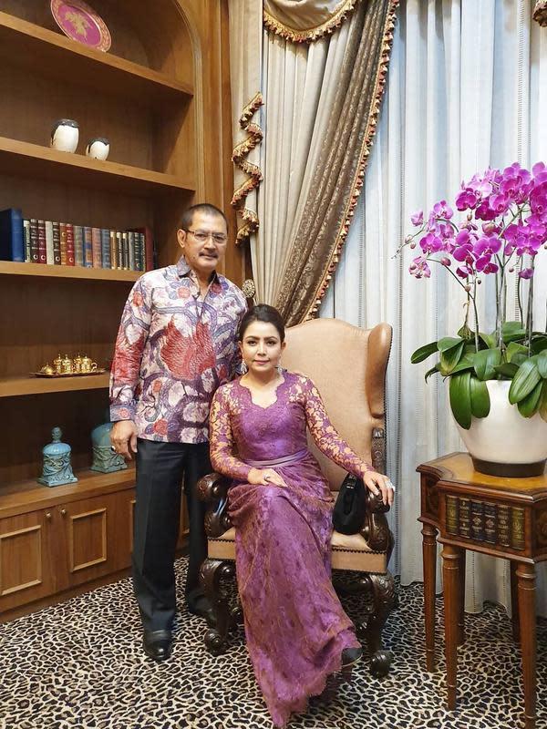 Bambang Trihatmodjo dan Mayangsari (dok. Instagram @mayangsaritrihatmodjoreal/https://www.instagram.com/p/B13m7k8AW7W/Putu Elmira)
