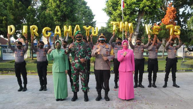 Menjaga Soliditas dengan Kejutan HUT ke-75 TNI di NTB