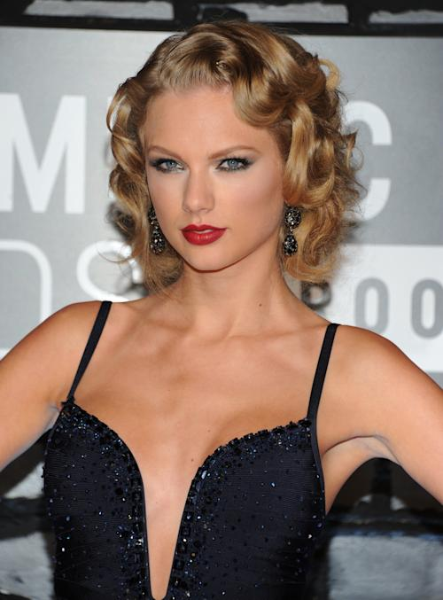 Taylor Swift arrives at the MTV Video Music Awards on Sunday, Aug. 25, 2013, at the Barclays Center in the Brooklyn borough of New York. (Photo by Evan Agostini/Invision/AP)