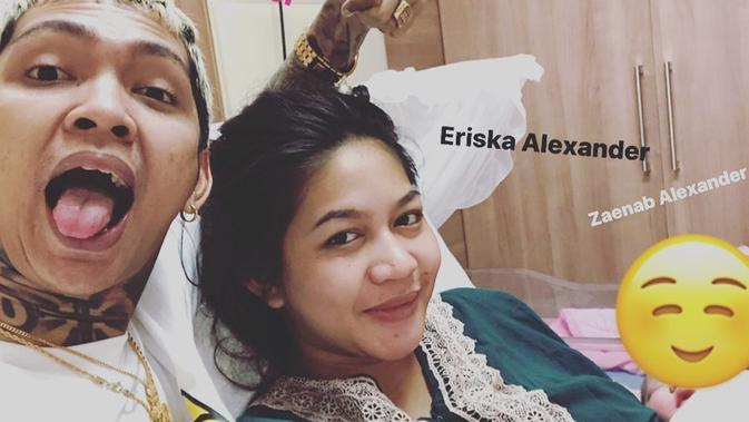Young Lex dan Istri Asuh Baby Zaenab (Sumber: Instagram/young_lex18)