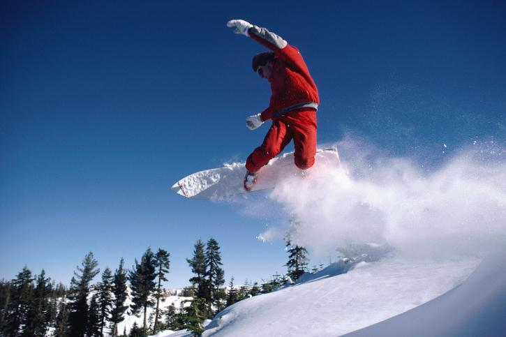 Snowboarding losing popularity, while skiing heats up