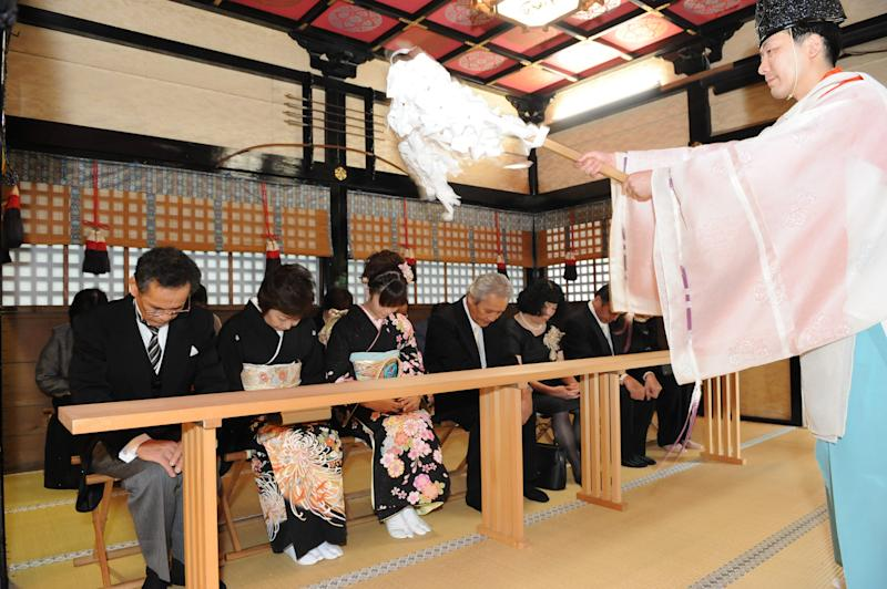 A Shinto priest blesses the families. [Photo: Saori Tanoue]