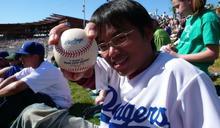 洪孟楷醉心棒球支持職棒 在美留學不忘追星收集球場紀念品