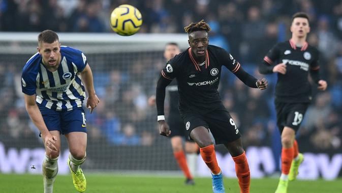 Chelsea ditahan 1-1 Brighton and Hove Albion pada laga pekan ke-21 Premier League, di The American Express Community Stadium, Rabu (1/1/2020). (AFP/Glyn Kirk)