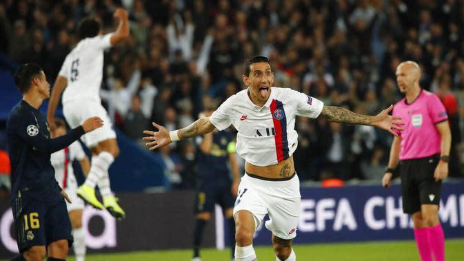 Penyerang Paris Saint-Germain, Angel Di Maria, melakukan selebrasi usai membobol gawang Real Madrid pada laga Liga Champions di Stadion Parc des Princes, Rabu (18/9/2019). PSG menang 3-0 atas Real Madrid. (AP/Francois Mori)