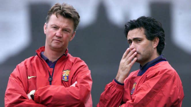 Louis van Gaal (kiri) dan Jose Mourinho