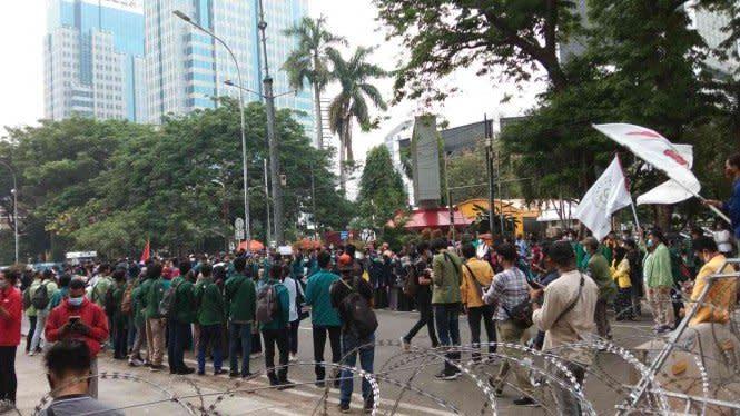 Demo Tolak UU Cipta Kerja, 650 Aparat Diterjunkan di Area Patung Kuda