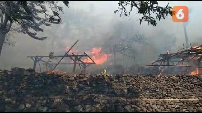 Kebakaran Hebat Melalap 28 Rumah Adat di Bunga Muda Lembata NTT