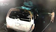 疑自撞安全島火燒車 駕駛全身著火逃出
