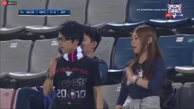 The couple are recognised by JDT's hardcore Boys of Straits. — Picture via Twitter/Firdaushaari