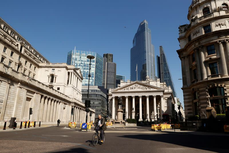 City of London curbs cars to aid social distancing