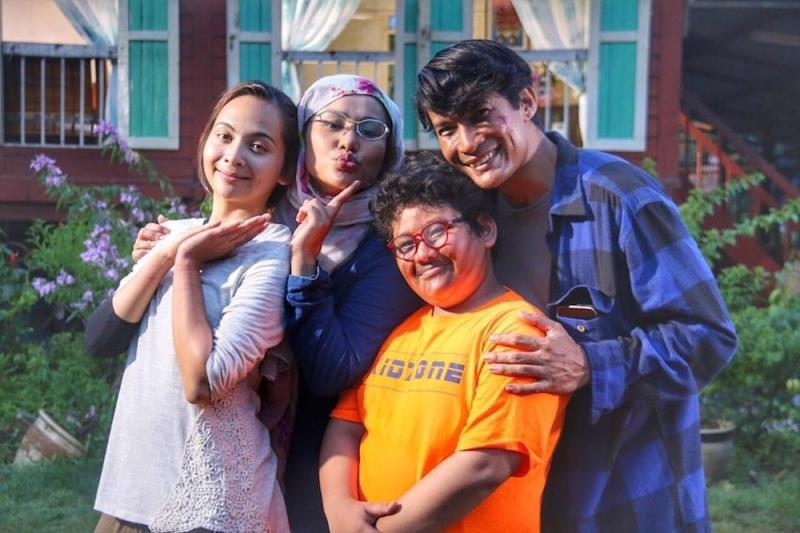Comedy series 'Kampung People' has been a runaway hit with viewers. — Picture via Instagram/Rashidi Ishak