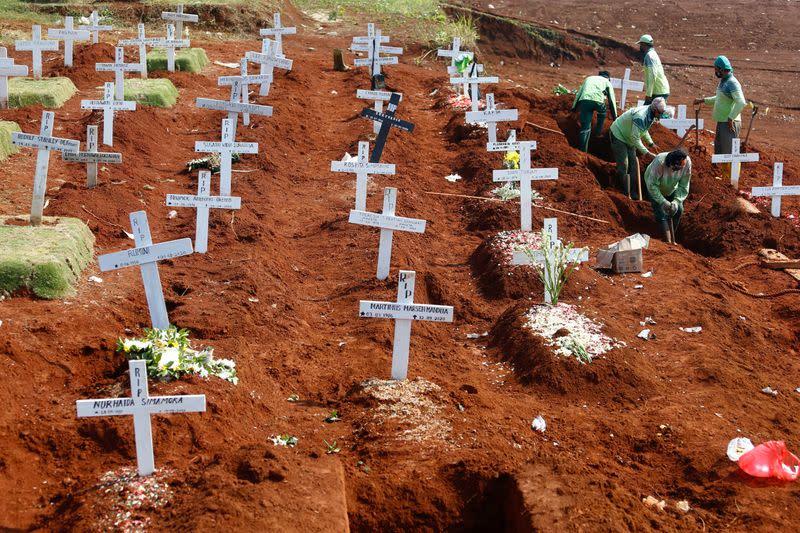 Global coronavirus deaths rise above 'mind-numbing' million
