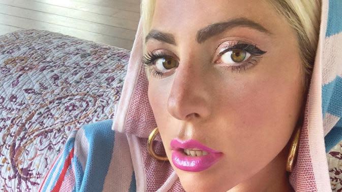 Atasi Lelah dan Nyeri Otot, Lady Gaga Berendam dengan Es Batu