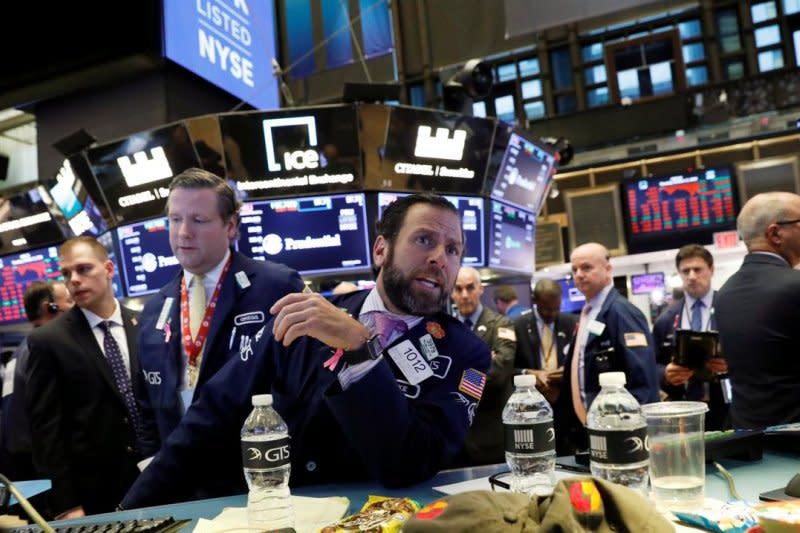 Wall Street dibuka bervariasi, Indeks Dow Jones turun 98,70 poin
