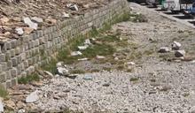遊客走後... 武嶺停車場留下大量垃圾!