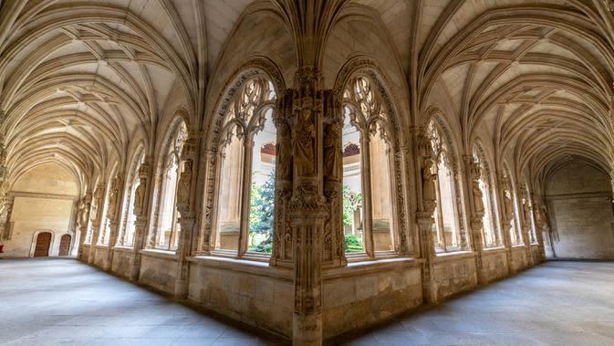 Foto yang diabadikan pada 22 September 2020 ini memperlihatkan pemandangan sebuah gereja di Toledo, Spanyol. Pariwisata di Toledo terdampak keras oleh pandemi COVID-19. (Xinhua/Meng Dingbo)
