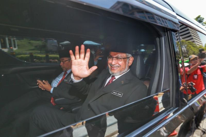 Khalid Abdul Samad arrives at Istana Negara February 26,2020. — Picture by Ahmad Zamzahuri