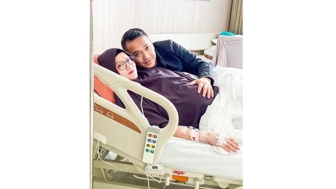 6 Momen Proses Melahirkan Lyra Virna, Penantian Selama 7 Tahun (sumber: Instagram.com/fadlanmuhammad)
