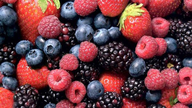 Buah yang masuk dalam keluarga berry, seperti blueberry, stroberi, dan ceri banyak mengandung anthocyanin. Anthocyanin adalah senyawa yang membantu melambatkan proses penuaan, melindungi tubuh dari penyakit jantung dan kanker. (Istimewa)