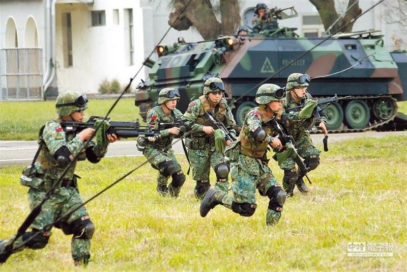 台海開戰會讓另一半上前線嗎?最新民調曝光。圖為漢光演習,國軍士官兵操演。(圖/本報資料照)