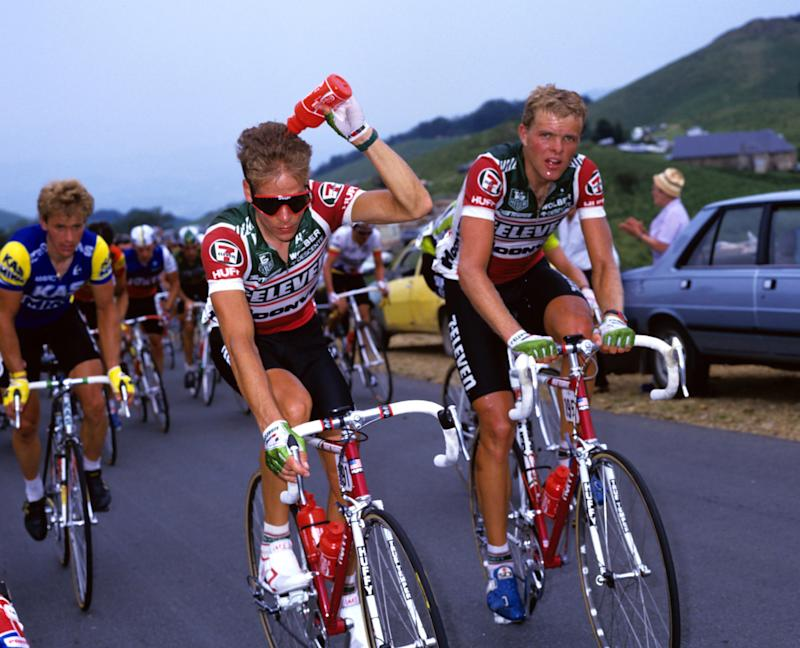 Andy Hampsten stays cool alongside 7-Eleven teammate Ron Kiefel at the 1987 Tour de France