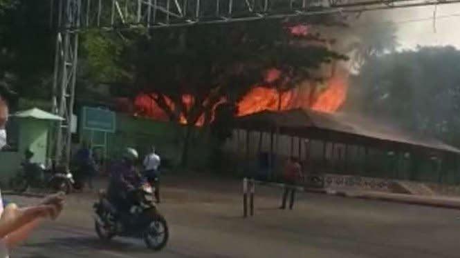 GOR Saburai Lampung Terbakar, Diduga Ulah Orang Gila