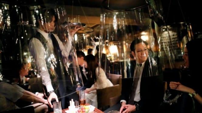 Cegah Penyebaran COVID-19, Bar di Tokyo Lakukan Ini