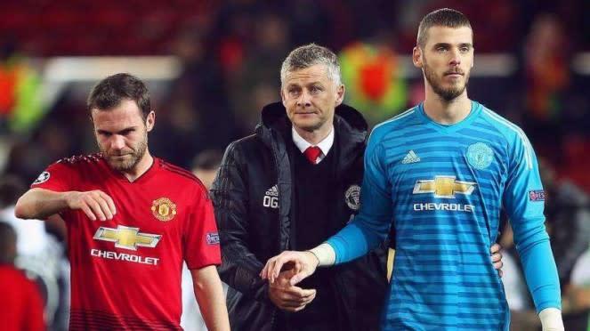 Pemain Manchester United, Juan Mata (kiri) dan David De Gea (kanan)