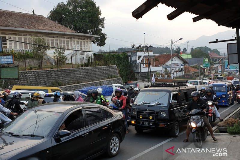 Menjelang siang sistem satu arah dari Puncak menuju Bogor