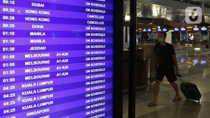 Aktivitas keberangkatan di Terminal 3 Ultimate Bandara Soekarno Hatta, Tangerang, Rabu (11/3/2020). Menurut Dirut PT Angkasa Pura II M Awaluddin, penyebaran virus corona (COVID-19) mengakibatkan 1.100 penerbangan tujuan internasional dibatalkan pada Maret 2020. (Liputan6.com/Johan Tallo)
