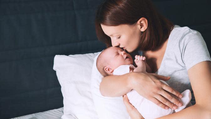 7 Cara Agar ASI Tetap Lancar Meski Ibu Menyusui Tengah Puasa