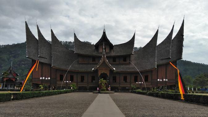 Rumah Gadang (Sumber: Pixabay)