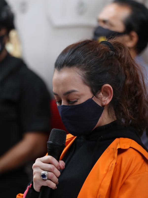 Reza Artamevia ungkap permintaan maaf kepada keluarga dan rekan usai ditangkap terkait kasus narkoba. (Daniel Kampua/Fimela.com)