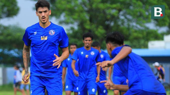 Bek anyar Arema FC, Matias Malvino. (Bola.com/Iwan Setiawan)