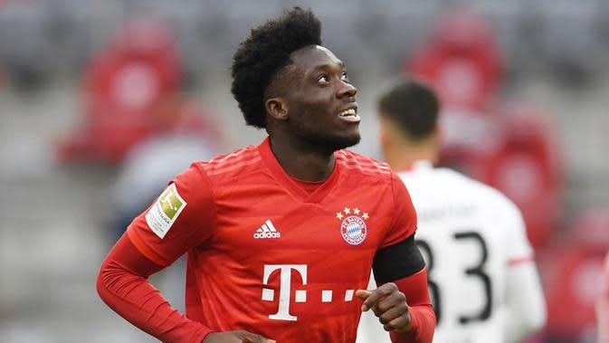 Alphonso Davies (50 juta euro) - Davies menjadi salah satu pemain andalan di lini pertahanan skuat Bayern Munchen saat ini. Bek berusia 19 tahun ini memimiliki nilai transfer mencapai 50 juta euro. (AFP/Andreas Geber)