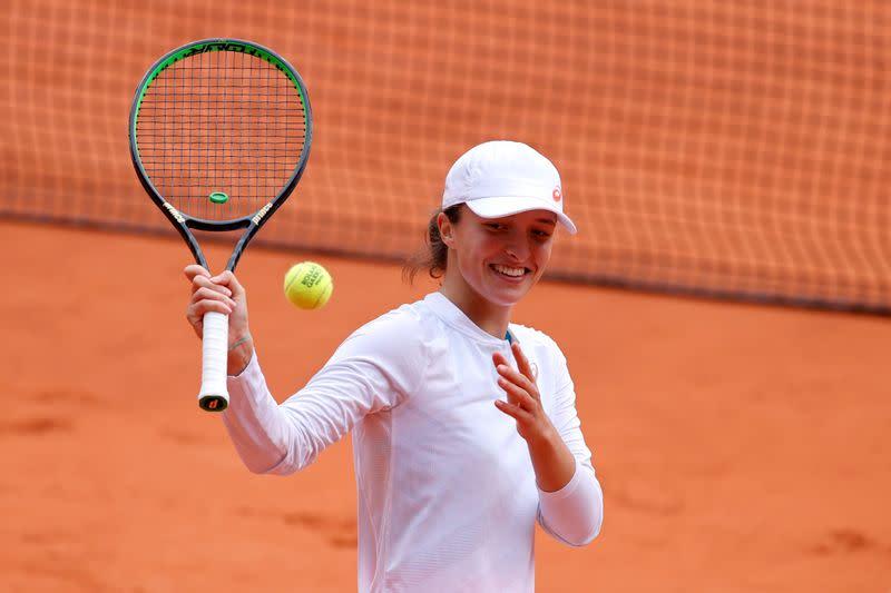 Swiatek powers past Podoroska to reach first Grand Slam final