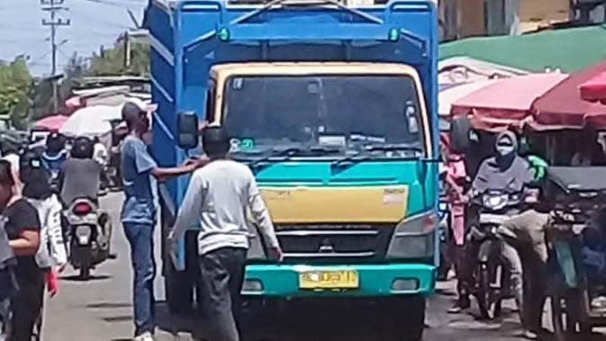 Komplotan Pemalak Supir Truk di Palembang Ancam Rusak Kendaraan Korbannya