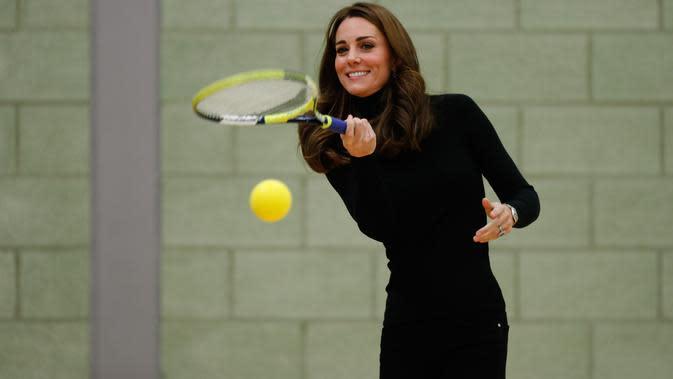 Dennis Middleton >> Kate Middleton Belajar Tenis Di Klub Eksklusif Di London